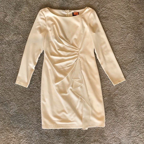 Adrianna Papell Dresses & Skirts - Adrianna Papell winter white long sleeve dress